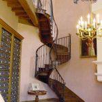 Escalier de la salle des archives du chateau de La Rochefoucauld